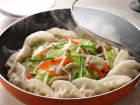 肉餃子のカラフル野菜蒸し鍋