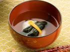 堀知佐子さんの水前寺菜とはんぺんしんじょのお吸い物