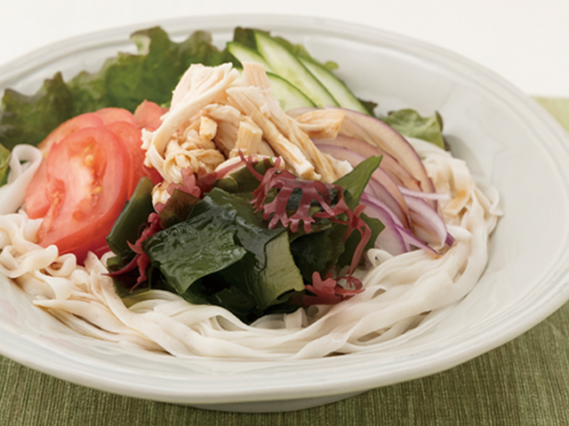 糖質0g麺のほぐしチキンの海藻サラダ麺